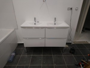 Photo de galerie - Meuble vasque montage installation