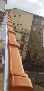 Photo de galerie - Rénovation des pents de rives, tuiles de rives,  bande de rives en zinc avec bavette en plomb